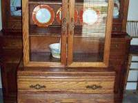 Vintage oak china cabinet in very good condition.