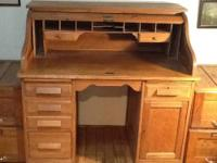 Wonderful antique oak desk featuring 3 drawers and