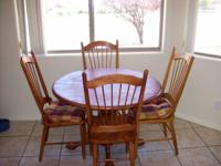 Oak dining room table and 4 chairs... Mission Style....
