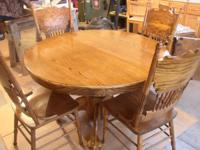 Nice Oak dining table, pedestal, with one leaf and