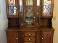 Beautiful lighted oak cabinet with glass shelves, 4