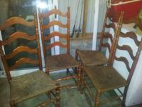 Nice oak table w pedestal and large leaf.   4 ladder