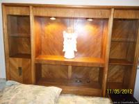 Beautiful, like new oak bed with triple dresser. The