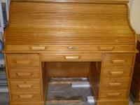 Gorgeous, oak roll-top desk in great condition.