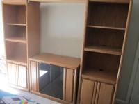 Description Selling this great oak shelving unit with