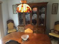 Real Oak dining room table with 6 chairs in excellent