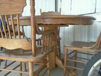 Oak wood table dinning room set and four chairs. It has