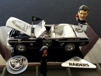 Oakland Raiders 1966 Ford Mustand Convertible die cast