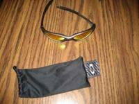 oakly sun glasses paid $ 160 new never used sell for $