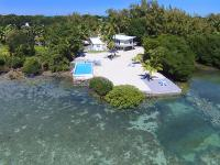 This unique large parcel in the heart of Islamorada is