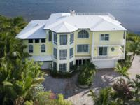 Fantastic oceanfront main house and guest housewith