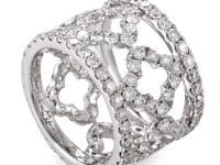 A mesmerizing piece for royalty; this band ring from