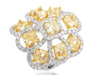 A wonderfully contrasting blend of white diamonds
