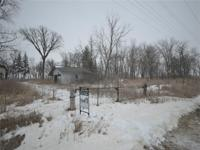 Plenty of space to start a hobby farm or acreage, with