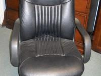 THIS CHAIR IS IN GREAT CONDITION IT CAN BE SEEN AT 6142