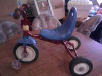 THIS TRIKE IS IN GREAT CONDITION BY RADIO FLYER NICE