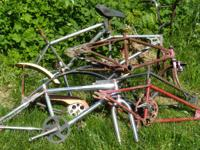 Numerous old-fashioned bmx frames/forks including:.