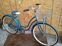 Very nice Schwinn Hollywood model bike. With basket.