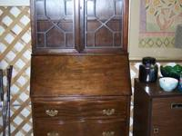 BEAUTIFUL SECRETARY.  EXCELLENT CONDITION.  CAN BE SEEN