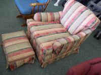 . This is excellent older comfortable chair. Appears to