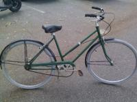Nice single speed town bike, not sure of the brand,