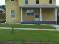 5 minutes from I-74 bridge (Moline) one bedroom