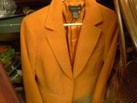 Good condition. Size Large. Wool blazer. Meet in