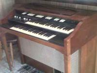 Old Hammond Organ, in very good condition needs a tube