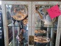 Extremely nice china cabinet for sale. Is in