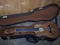 This beautiful uke is in excellent like new