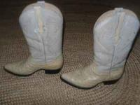 I AM SELLING THESE BOOTS THEY ARE : Rodeo Bravo