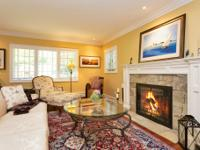 Exquisitely Renovated New Englander In Sought After Bay