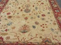 100% wool Ottoman design rug. In very good condition,