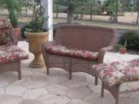 This is beautiful 3 piece lawn furniture set (loveseat