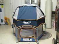 this is a graco outdoor pack n play. the top will fold