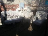 Hey there, I'm selling a three piece outdoor patio