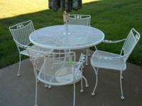 Very nice outdoor white patio set. Includes 4 chairs