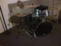 In good condition. 6 pc-snare, 3 rack toms(one not