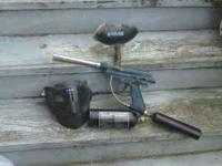 Paintball gun with 2 CO2 canisters and loading