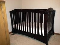 This crib is in excellent condition. It is a wonderful