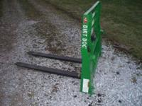 We have a new pallet fork for sale. This pallet fork