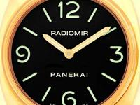 black sandwhich dial with luminescent arabic numerals