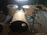 "4 pc set, DDrum shells, 22"" kick with Evans EMAD 2"