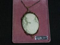 freehand sculpted customized cameo locket making use of