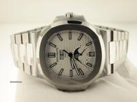 40.5mm (at 10-4 o'clock) stainless steel case, sapphire