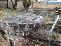 Selling patio area set metal table, 6 chairs, 1 plant