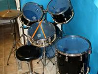 Pearl 5-Piece Drum Set Black with Evans Blue Hydraulic