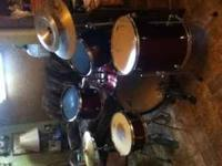 pearl 5 piece drum set for sale. set is in good