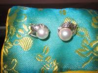 White pearl earrings in sterling silver Miley leaf