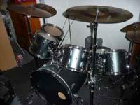 This beautiful Pearl Export Series drum set is metallic